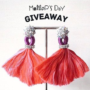 This Mother's Day, I will be doing a couple of giveaways, my way of thanking everyone who's been so supportive and I think it is time to give back. You can win this for your mum!! One lucky winner will get to receive this uniquely heritage designer made and no doubt a beautiful pair of tassel earrings worth $85 sponsored by @wabisabiandme , handcrafted from Singapore AND a mystery gift from myself.  To participate 1) Tell me by dropping me a comment on this pic the best advice your mom has given you.  2) Follow @wabisabiandme & @sharonachia  3) Like this post  4) Tag 3 of your friends  Easy peasy and good luck! *This contest is open to Singapore residents only. The most heart-warming, funny, or creative comment wins!  Contest will close on 14 May 2017 12pm and the lucky winner will be announced on Mother's Day at 9pm. This contest is in no way sponsored, administered or associated with Instagram, Inc. By entering, entrants confirm that they are 13+ years of age, release Instagram of its responsibility, and agree to Instagram's terms of use.  #wabisabiandme #giveaway #contest #sgcontest #contestsg #mothersdaygift