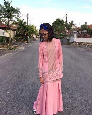 Donning Malena Baju Kurung by @zacheela #zacheela on 1st Syawal. 👚👡 #lotd #ootd #wiwt #fashion #style #muslimahfashion #muslimahwear #designerwear #malaysiandesigner #zacheelanista #camwhore #camwhoring #01syawal1438h #syawal1438h #syawal2017 #raya2017 #eidmubarak2017 #instaphoto #instapic #igers #blogger #fashionblogger #lifestyleblogger #malaysianblogger #starclozetter #clozette