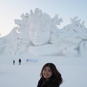 Snow sculpture at Sun Island. This fine snow sculpture is called Love Song featuring a young lady built by 100 persons within 1 month using 30,000 cubic meter of snow. It's so freaking huge with 130 meters length and 31 meters height..look at the people behind me. Entrance ticket is CNY 240 and it's located opposite Ice World.  #jessyingtravel #jessyingchina #harbin  #china #travelgr8 #travel #travelgram #wanderlust #icefestival #clozette #instatravel #icesculpture #ice #snow #winter #iceworld #ig #igtravel