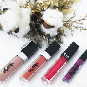 🎊Australian owned and designed, Klara Cosmetics is arriving to Singapore very soon! 💋Klara Cosmetics is the first concentrated range of superior quality cosmetics made with 100% colour pigmentation! Klara Kiss Proof Lipstick has 100% pigmentation and is 24-hour long-lasting lipstick with high voltage shades and it comes in matte finish, matte with diamond finish and mini version! From left to right: 💋Kiss Proof Lips - 15 *My Favourite Shade* 💋Kiss Proof Lips - 07 💋Diamond Kiss Proof Lips - Pink Diamond 02 💋Mini Kiss Proof Lips - Vixen Plum ➡️Swipe next for the swatches and video swatch too! 😉 ‼️Klara Cosmetics will be having 20% off all Klara Cosmetics on 12th August 2017 at @sasasingapore Wisma, do not miss out this great offers and be the first to grab and try out Klara Cosmetics! 🎁Like Klara Cosmetics SG Facebook (https://www.facebook.com/klaracosmeticssg/) for more info and updates. Psss~ Giveaway coming up soon! Keep your eyes peel on Klara Cosmetics SG FB! #klaracosmetics #klaracosmeticssg #klaraaddict #makeup #skincare #lipstick #mattelipstick #beauty #clozette