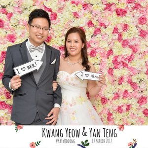 Finally we are done with our wedding day! 👰🏻🤵🏻 Many thanks to our family, relatives and friends for attending the most important day in our life and celebrated this joyous occasion with us. Finally I have joined the Mrs club! ❤️ #weddingsg #photobooth #weddingscoop #clozette