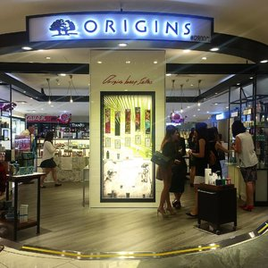 🎊Second Origins standalone flagship store is now open at Centrepoint! Right in front of the entrance, you won't have a chance to miss the store! 🎉Congratulations @origins.sg for the new flagship store opening! ✨Opening special✨ From today to 31 Jan 2017 Spend $50 you will get $10 off right away! Do not miss this awesome promotion! Hurry! Hop down to Origins Centrepoint flagship store to stock up your skincare supplies for this CNY! #origins #originssg #skincare #beauty #clozette #sgpromotion #sggiveaway #sgsales