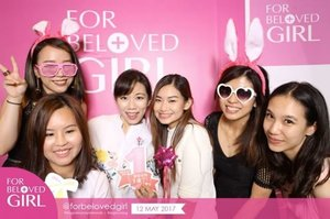 Thank you @forbelovedgirl & @theprpeople for having us at the ForBelovedGirl 1st Overseas Pink Party! 🎉 We enjoyed the gif photobooth so much and fed ourselves with yummy @ladymsg cakes 😋 Happy 1st Anniversary #ForBelovedGirl thanks for having your 1st Party in SG! 💖 #forbelovedgirl #forbelovedgirlsg #beauty #skincare #facialmask #fbgeverydayminerals #clozette #sephorasg #theprpeople