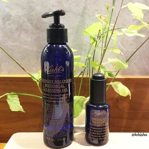 Omg just tried the Kiehl's Midnight Recovery Botanical Cleansing Oil, I'm totally sold by it! The lavender scent 😱😍it's like Lavender massage oil on my face, massage on my skin to remove makeup never been so relaxing and enjoyable. I decided to buy the dual after I've tried the Midnight Concentrate. Lavender scent makes me love the products so much and looking forward to use it every night. Also helps me to regain youthful and radiant skin the next morning 💜 #kiehls #KiehlsSG #midnightrecovery #midnightrecoveryconcentrate #cleansingoil #skincare #beauty #lavender #clozette