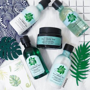 Going to indulge myself with The Body Shop Fuji Green Tea range for a relaxing shower tonight 🚿 🌿Weekly Cleansing hair scrub going to be my shower routine to keep my scalp clean and cool! Will share more soon! 😉 #thebodyshop #thebodyshopsg #fujigreentea #haircare #beauty #showergel #hairscrub #clozette