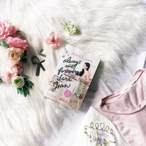 Finally! Got my own copy of Always and Forever Lara Jean by @JennyHan ♥️ Super duper excited to read this.  #loveelishadotnet #FlatlaysbyElisha #alwaysandforeverlarajean . . . . #clozette #bloggersph #blogger #outfit #ootdmagazine #pilipinasootd #closetjunkie #outfitinspiration #lookbook @pilipinasootd #bloggermail #stylebloggerph #hypebeast #shares #like #follow #spokenword