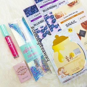 Hello lovelies!  Thank you all who join my previous giveaway!  Good news to all of you! I'm doing a second giveaway 🎉  What you see in the picture would be the items for giveaway ❤  I specially run down to Etude House the moment the wonder park collection is out to purchase the most beautiful brush for you guys!. . How to enter:  1. Follow me 💋  2. Like and repost. Tag me in the repost and use hashtag #cello2giveaway 3. Comment below say you love unicorn brushes!  4. Extra points to those who subscribe to my youtune channel! Do comment here your youtube account name or on any of my youtube video so i can know 😘  Giveaway is open internationally and closed on 19th March , 10pm (GMT +8). I will announce the winner on this post two days later 😉  Love,  Cello  #clozette #abcommunity #kbeautyblogger #sggiveaway #internationalgiveaway #lfl #likeforfollow #makeupgeek