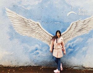 When people start to look down on you, spread your wings and fly up high.  Just my random quote. Loving this favourite place for #OOTD during my stay with Namsil Gil guest house. . . #clozettebloggerbabe #clozette #potd #Seoul #iviatravel