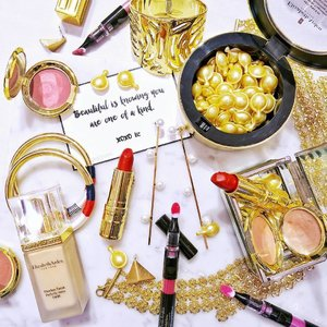 Golden skincare,  Golden makeup,  Golden accessories and Golden words for the Gold-class lady 💛  Understood more about the new #ELIZABETHARDENSG ceramide capsules and ceramide infused makeup.  Can't wait to tell you ladies more!  Meanwhile,  event deets on #instastories 😘 Thank you for the wonderful lunch and golden afternoon!  #clozette #ElizabethArden