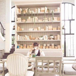 Coffee, tea, or me?🍵🤗 Bring me back to this lovely cafe pretty pls💕 • • • • • #chloewlootd #chloewltravels #thamesvalleykhaoyai #khaoyai #thailand #clozette