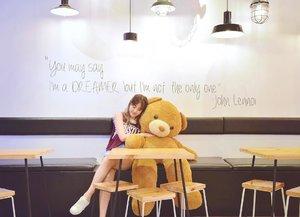 """You may say I'm a dreamer, but I'm not the only one."" 🐻💭 Lots of ideas & dreams running through my mind 😏 • • • • • #thinkcafe #chloewleats #chloewlootd #chloewltravels #bearsofinstagram #clozette #bkk #bkk🇹🇭"