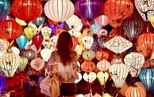 Happily lost in the charms of these beautiful lanterns☺️ • • • • • #chloewlootd #chloewltravels #revolve #tularosalabel #charlesandkeith #clozette #hoian #lanterns