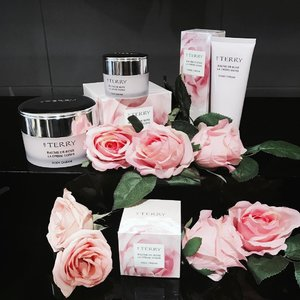 Tonight's indulgence ☺️💕 The iconic Baume De Rose is now available in body cream, hand cream and face cream!! 🌹😍 Rose lovers rejoice! Deeply nourishing, this formula helps to moisturise, repair and protect my skin. I'm going to go apply these all over before I go to bed hehe! Nights loves😘  It's available @escentials now 😊go test it out! I'm sure you will love it as much as I did! #escentials #baumederose #byterry #skincare #bodycare #chloewlflatlays