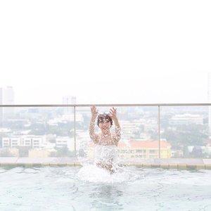 Hope everyone had a splashing good weekend!😆💦 • • • • • #chloewlootd #chloewltravels #bkk #bkk🇹🇭 #Airbnb
