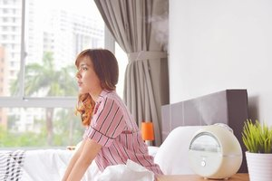 Quality sleep is really important to me. ✌🏻️ Sleeping in an air-conditioned room tends to leave my skin and throat dry and irritable. @osim_sg's uMist Dream, helps to solve this problem! Super love the fine mist that boosts my body's hydration level for improved sleep☺️💤 ✨Christmas Gift Ideas🎄✨ The uMist Dream Humidifier is under the 2 for $168 gifts promotion! You can get one for yourself and your loved ones too!😘 I'm loving the thoughtful wellness related gifts that can be found in OSIM's full Christmas catalogue: https://goo.gl/c6voLw and my blogpost 😉 Check it out! • • • • • #chloewlootd #osimsg #osim #osimumist #umistdream #humidifier #chloewlxmas #xmas16 #giftideas #Christmas