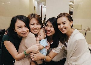 #latepost  US girls with our #GV baby Raphael 😘  We love you our Raphael! Thank you for bringing joy to our lives! 😍  #LittleMatiasChristening #friends #friendsforever #squad #squadgoals #baby #babyboy #vscocam #vscoph #igers #igersmanila #blogger #bloggerph #mommydiaries #mommyblogger #teamshirubi #clozette 👑