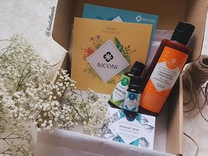 🍃My first organic skin and body care! Thank you @biconi for sending me this lovely box of gifts and I'm so excited to tell you all about it! Just in time to prep my skin for the wedding too.  Stay tune for full product reviews, ingredients list and my skin progress on lovebellavida.com.  Specially for You❤: Use Promo Code #BiconiSavedMySkin for a 10% off at biconi.com.  #biconi #organic #organicskincare #productreview #soonontheblog #promocode #clozette #starclozetter #clozettebloggerbabes #fashionblogger #fblogger #lifestyleblogger #lblogger #sgblogger #sgfashionblogger #influencersg #sglife #sglifestyle #igsg