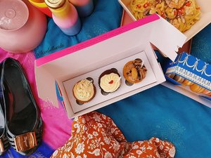 🌼🍰🍝 What did we pack in our picnic basket? A list of our yummies coming up on the blog so stay tuned.#istana #picnic #antoinette #macarons #twelvecupcakes #cupcakes #rainbowpudding #saltedeggyolkpasta #nomnomnom #ourfoodstories #ferragamo #jellyshoes #soonontheblog #clozette #starclozetter #clozettebloggerbabes #fashionblogger #fblogger #lifestyleblogger #lblogger #sgblogger #sgfashionblogger #indianblogger #indianfashionblogger #influencersg #sglife #sglifestyle #sgfood #igsg