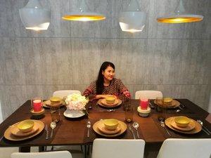 Bila dah ada family yang semakin berkembang beranak pinak.. I think its time for me to get dining table like this to fit the space.. the more the merrier.. Dah nak raya dah ni.. rumah dah siap siap deko cantik cantik ni haha..ada sesiapa nak menang sebuah kereta Honda Jazz ? Sila baca sini : http://www.syafierayamin.com/2017/04/menangi-sebuah-honda-jazz-two-riffic.html?m=1  #thegreenssubangwest #thegreen #tworifficbonanza #syafierayamincom #blogger  #mommyblogger #iger #igermalaysia #BeautyBlogger  #Malaysianblogger #lifestyleblogger #lovetheraphy #art #artist #youtube #clozette #mommyblogger #ClozetteBloggerBabes  #ShopMyEnvicase