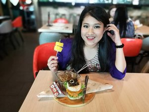 I dekat SANOOK cuba sendiri the patty sushi burger guys.. stay tuned in my blog apa yang I makan tau..thanks wendy tangkap gambar I.. Huawei User !!! #sanook #sanoookmy #thaiwithatwist #japanesefood #skewers #gengmakanbk #sanooksunwaypyramid #sunwaypyramid #cliosunwayhotel #influencer #contest #like4like #comment4comment #syafierayamincom #blogger #iger #igermalaysia #BeautyBlogger  #Malaysianblogger #lifestyleblogger #lovetheraphy #art #artist #youtuber #clozette #mommyblogger #ClozetteBloggerBabes  #ShopMyEnvicase