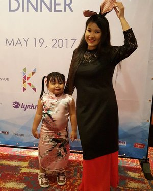 Cute kan both of us. Jasmeen !! We both at Blogger Dinner. Dengar macam ada Zull Ariffin and Fazura je. Heheheh.  #lynkdotmy #thinkmarketingjustlynkit  #syafierayamincom #blogger #iger #igermalaysia #BeautyBlogger  #Malaysianblogger #lifestyleblogger #lovetheraphy #art #artist #youtuber #clozette  #influencer #like4like #comment4comment #mommyblogger #ClozetteBloggerBabes  #shopmyenvicase #influencer