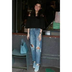 Ripped jeans kinda day. #iFLookBoard #clozette #ootd #mynewzalora