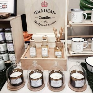 So glad to find many ethical fashion and lifestyle brands in @gitnbasia last weekend! See my blog to find out more! If you have other mindful/eco conscious brands you love, do share it with me! ☞ swipe  @diademcandles Handmade Soy wax candle with therapeutic scent. I'm such a sucker for good scent 😂  @frankskincare small batch skincare that uses organic material. Their Magic Wipe oil is the bomb! Been using it for a week and loving it so far.  @yinyangsingapore Yoga and active wear with organic cotton and natural ink tie dye. Their products are made im Bali.  @thebreathemovement Small organization utilizes yoga and mindful breathing for helping those at risk.  @balizashop Ethical fashion brand that supports people in India through Ladli foundation and fair trade workshop.  @blackpaintsg Japanese skincare which makes use of our own natural good bacteria to improves our skin condition.  Also an extra little shoutout to @lostguides whose books i've been eyeing for through instagram 🙈 Anna said she chose the places to review as if she gives reccommendation to her own friends, so it's truly her own picks. . . . #liveconsciously #gitnb2017 #ethical #ecoconscious #ecofashion #fairtrade #mindfulliving #fashionbrands #empowerment #mytinyatlas #darlingweekend #natural #organic #skincare #yoga #books #candles #socality #instagood #vsco #like4like #fashionblogger #singapore #sgootd #sgig #clozette