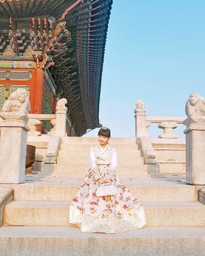 Feeling like a princess in my rented hanbok c/o of @onedayhanbok at Gyeongbokgung Palace on Day 2 of our trip! Want to know where else @crystalfishball and I visited in Seoul? Then go read my 5D4N Seoul 2017 Travelogue Summary up on the blog now ➡ http://bit.ly/mitsuekitravels!#mitsuekitravels #duckyfishySEOUL #onedayhanbok #gyeongbokgung #seoultravelblog #hanbokrental #clozette