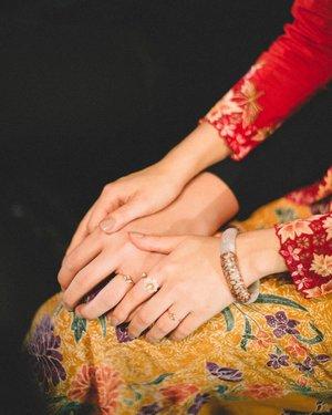 You're my kind of perfect ❤ x . 📷: @whitegrandeur 💐& setup: @amperiansg 👰🏼MUA: @fidelistoh 💍 Jewelry: @chooyilin . #clozette #operationkitties #TheIntan #TheIntanSg #singaporebrides #sgbride #theweddingscoop #sgwedding #bridestory #sgig #weddingvendor #bridedept #igbrides #chooyilin #weddingjewelry