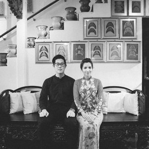 Busy but unfruitful day trying to clean up my room... so I'm turning my attention to happier things! #Throwback to my post-wedding #Peranakan themed shoot with @hokagekira last year that we had so much fun with, blogpost will be up tmr so look out for that 💕. . This would of course not have happened if not for the amazing team of talented ladies I'd work with. Nowadays, they are all that I ever recommend to my bride-to-be gfs: 📷: @whitegrandeur 💐& setup: @amperiansg 👰🏼 MUA: @fidelistoh 💍 Jewelry: @chooyilin . #clozette #operationkitties #TheIntan #TheIntanSg #singaporebrides #sgbride #theweddingscoop #sgwedding #bridestory #sgig #weddingvendor #bridedept #igbrides #chooyilin #weddingjewelry