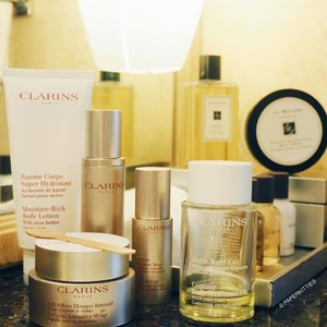The calm before the storm. Final pampering for this beauty junkie here before the craziness begins! #ClarinsSg V-Facial Intensive Wrap for the face and Contour Body Treatment Oil for maintenance after my #Clarins Spa Treatment yesterday! Thank you @clarinssg for taking such good care of me this entire bridal journey 😘😘 Ooo and yes, #JoMaloneSg is my chosen scent for the big day.. That I must thank @hokagekira for indulging me, hees. Can't wait! x #clozette #bblogger #beautychat #operationkitties