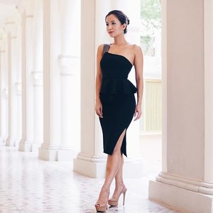 """All dressed up for tonight's #Zwedding for Watabe Wedding Chjimes Runway Show 2016. Finally having the perfect opportunity to be donned in this gorgeous #CollatetheLabel piece, can't wait for the show to begin 💗 In the meantime, do pop over to my blog to read on my Bridal """"I Do"""" package with @priveaesthetics! My beauty journey for #Operationkitties has already begun, and I just can't wait to share all my beauty tips with fellow brides-to-be 👰🏼 #clozette #bblogger #beautychat #ootd #leneyootd"""