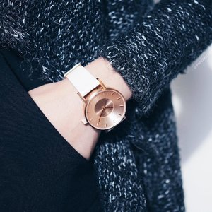 White x Rose Gold is a combo I can never get bored of ❤️ Why not pamper yourself with a #KLASSE14 watch this #xmas2016? . Quote <<paperkitties>> when shopping at @KLASSE14 website: www.klasse14.com to enjoy a 12% discount! x #OrdinarilyUnique #leneyootd