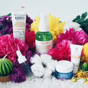 Not being able to attend the laneway festival this year doesn't mean I'll allow myself to miss out on these mini #Kiehlssg faves that can be found in their limited edition tote for @lanewayfestsg ❤️ Spot any of your must-have within? Mine is def the #Kiehls Clearly Corrective Dark Spot Solution hidden at the left corner ✌🏻️✌🏻️ x #clozette #bbloggers #beautychat