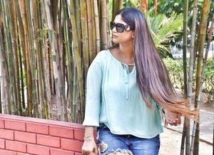 No caption ✌🏻😁 Send in your video request for my channel !! DM #longhairdontcare #besthairshotcaptured #cozilovemyhair . . . . . . . . . : #weekendvibes #momblogger #mommyblogger #fashionista #chiquehappens #fashionblogger #lifestyleblogger #vlogger #clozette #hairstylesforgirls #sapphireziva