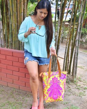 Ripped shorts✔️ Straight hair✔️ Perfect weather✔️ calls for a Photoshoot and a YouTube video ✌🏻 #ootd Can u guess what's my next video about ?? #summersisallaboutcolors #turquoiseandpinks #ootdmagazine #ootdmy #bloggerbabe #fashionista #fashionblogger #lifestyleblogger #clozette #sapphireziva