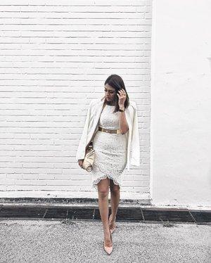 White on white kinda day. . . . . . . . . . . . #ootdstyle #stylexstyle #clozette #clozetter #stylemacarons #styleinspo #fashioninfluencer #wearitloveit #fashionbloggerstyle #flashesofdelight #thehappynow #makeyousmilestyle #lovelysquares #lookoftheday #lookdujour #prettylittleiiinspo #darlingmovement #me #aboutalook #realoutfitgram #amblifeisbeautiful #fashiondiaries #sgfashion #fashionista #streetstyle #wiwt #ootdsg #styleblogger #fashiongram #stylegram