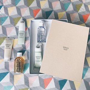Not so blue this Monday thanks to @shiseido's new range @waso_official 🙌🏼 #wasobeauty #waso #shiseido #shiseidosg . . . . . . . . . . . . . . . . . #vscocam #lotd #motd #latergram #igsg #igdaily #igers #instadaily #skincare #botd #sgig #flatlaytoday #clozette #clozetter #sgmakeup #sgbeauty #sgbblogger #bbloggers #stylexstyle #sgbloggers #flatlay #makeupartist #flaylayoftheday #minimalist #skincareroutine #japaneseskincare
