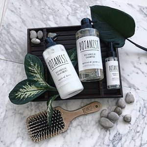 Super duper impressed by these @botanist_official products! Made with 90% plant-derived ingredients and pure water, this range is ultra gentle on my hair making it healthier looking 💁🏻Also it smells amazingggggg 💙  PS. This much loved brand from Japan has finally landed in @sephorasg 👍🏼 #bontanist #sephorasg . . . . . . . . . . . . .  #vscocam #lotd #motd #latergram #igsg #igdaily #igers #instadaily #vscosg #vscomakeup #makeup #selfie #botd #sgig #clozette #welovecleo #clozette #makeupoftheday #clozetter #sgmakeup #sgbeauty #sgbblogger #bbloggers #stylexstyle #sgbloggers