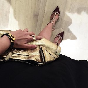 Gold details ✨ #valentinoshoes #alexandramcqueen #clozette #clozetter #wiwt #ootd #ootdsg #welovecleo #ootdinspiration #lookbook #lookbooksg #vsco #vscocam #style #streetstyle #fashion #fashionista #fashionblogger #lovebonito #lbootd #igsg #igfashion #instafashion #sgfashionistas #armcandy #armswag #hermes #kellybracelet #louisvuitton #louisvuittonring