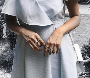 Currently crushing over these rings especially my new Reunion Ring and Sven Rings from @theordinaryco 💛💙 #theordinaryco . . . . . . . . . . . . #ootdstyle #stylexstyle #clozette #clozetter #stylemacarons #styleinspo #fashioninfluencer #wearitloveit #fashionbloggerstyle #flashesofdelight #thehappynow #makeyousmilestyle #lovelysquares #lookoftheday #lookdujour #prettylittleiiinspo #darlingmovement #trypomelo #aboutalook #realoutfitgram #amblifeisbeautiful #fashiondiaries #sgfashion #fashionista #streetstyle #wiwt #ootdsg #styleblogger #details