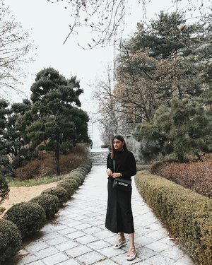 Another one from yesterday at Ewha Womans University🌳 . . . . . . . . . . . #ootdstyle #stylexstyle #clozette #clozetter #stylemacarons #styleinspo #fashioninfluencer #wearitloveit #fashionbloggerstyle #flashesofdelight #thehappynow #makeyousmilestyle #lovelysquares #lookoftheday #lookdujour #prettylittleiiinspo #darlingmovement #me #aboutalook #realoutfitgram #amblifeisbeautiful #fashiondiaries #sgfashion #fashionista #streetstyle #wiwt #ootdsg #styleblogger #fashiongram #stylegram
