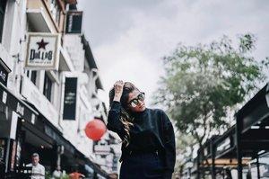 Sweater weather. . . . . . . . . #ootdstyle #stylexstyle #clozette #clozetter #stylemacarons #styleinspo #fashioninfluencer #wearitloveit #fashionbloggerstyle #flashesofdelight #thehappynow #makeyousmilestyle #lovelysquares #lookoftheday #lookdujour #prettylittleiiinspo #darlingmovement #me #aboutalook #realoutfitgram #amblifeisbeautiful #fashiondiaries #sgfashion #fashionista #streetstyle #wiwt #ootdsg #styleblogger #fashiongram #stylegram