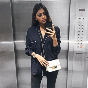 Have a wonderful week everyone 😌 Blouse from @pomelofashion 💙 #trypomelo #mypomelo #pomelofashion . . . . . . . . . #ootdstyle #stylexstyle #clozette #clozetter #stylemacarons #styleinspo #fashioninfluencer #wearitloveit #fashionbloggerstyle #flashesofdelight #thehappynow #makeyousmilestyle #lovelysquares #lookoftheday #lookdujour #prettylittleiiinspo #darlingmovement #me #aboutalook #realoutfitgram #amblifeisbeautiful #fashiondiaries #sgfashion #fashionista #streetstyle #wiwt #ootdsg
