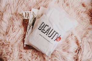 Blogged: MY FIRST-TIME @BEAUTYMNL SHOPPING EXPERIENCE + Unboxing my Mini Haul! 🦄💓 Finally tried it and sharing my thoughts on my blog www.itsmariahazel.com 🌸 Find out if its a Yay or a Nay! 🙌🏼 #GastosNaNaman #PampagandaEklavu #BeautyMNL #Clozette