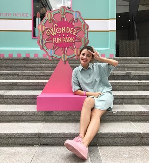 Wore matchy matchy colours to @etudehousesingapore Wonder Fun Park 💕What a good way to end my #TGIF!! 👗: @hollyhoque  #etudehousesg #etudexcanonsg #hhootd