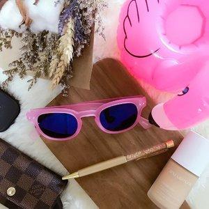 Where did my weekends go? Bring me back to the bubblegum pink days 💕 #izipizi #bluebellsg #robinsons #heeren