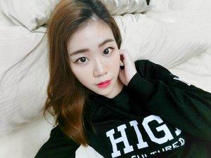今晚可以让我做睡美人吗?  Yay no work tomorrow, Happy Hols everyone❤❤❤!! #clozette #selfie #asian #girl #beautyblogger #sgblogger #motd #makeup #sgig #streetwear #exilimsg #selfieiscasio #myfatpocket