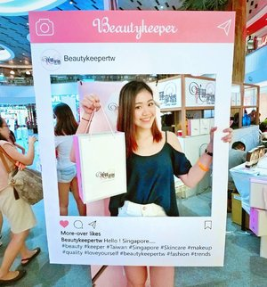 Not forgetting what went down at @samplestore Shopper's Paradise event yesterday as well!  I'm so pampered by the vendors, bringing home at least 5 bags of goodies & samples/ retail sized items to try.  I'm an extremely big fan of @beautykeepertw & am back to try out and review more #beautyproducts from #taiwan 🙂😘❤ Thanks for having me! @samplestore  #socuterightwhygotinstagrampostinaninstagrampost #inceptiongram #samplestore #beautykeepertw #beautyblogger #sgblogger #sgig #asian #girl #instabeauty #clozette #skincare