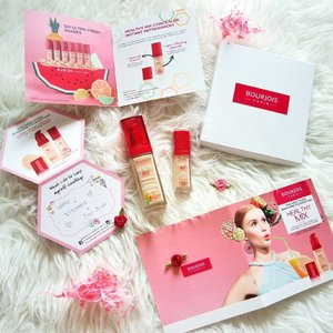 Is it #Flatlay #Friday? Feels like it... or i just love the packaging too much💕🌹❤ #Allpink . . . . . .  #clozette #makeup #beautyproducts #skincare #samplestore #instabeauty #sgig #sgblogger #beautyblogger #bourjoissg #otwtohealthymix #healthy